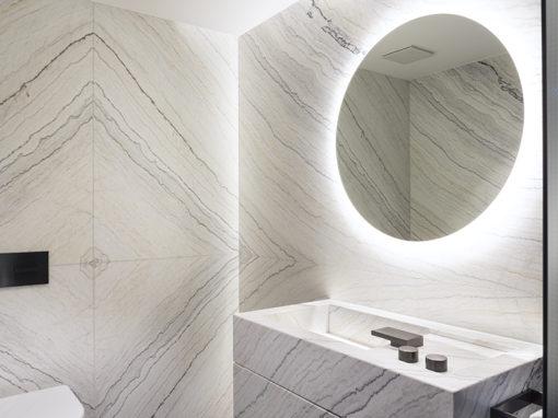 Villa Erlenbach mit Blanc Carrare Marmor Fusion im Spa-Bereich