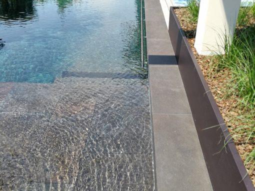 Villa Erlenbach mit Blanc Carrare Lava im Aussenbereich Schwimmbad Jacuzzi