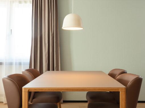Hotel EMA House Zürich mit Punktzona – Magnus Olesen Tisch Slender